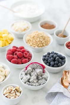 Starting with a healthy, light breakfast is the perfect way to get things going! Set up a make-your-own yogurt bowl station filled with fresh toppings for guests can make their own! Spa Day Party, Diy Spa Day, Spa Day At Home, Brunch Party, Easy Snacks, Healthy Snacks, Healthy Eating, Healthy Steak, Fruit Snacks