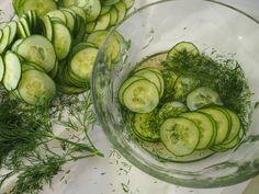 Rouva Kasvis kannustaa kokkaamaan sesongin raaka-aineista kasvispainotteista terveellistä ja maukasta ruokaa. Ruokaohjeet tuoreina hellalta verkkoon.