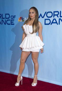 jennifer lopez - wht heelz - damn , i want her ! Jennifer Lopez Photos, Jenifer Aniston, Sexy Legs And Heels, Mode Outfits, Beautiful Legs, Sexy Dresses, Celebrity Style, Sexy Women, Celebs