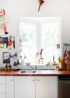 Kitchen decor guide - Interior Design Tips Anyone Can Benefit From Kitchen Dining, Kitchen Decor, Decorating Kitchen, Kitchen Sink, Decorating Ideas, Home Office, The Design Files, Australian Homes, Interior Design Tips