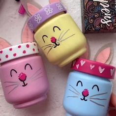 Little bunnies painted jars - The cutest jar painting tutorial by Artistro. Little bunnies painted jars - The cutest jar painting tutorial by Artistro. Simply and bright jar pain - ideas For Kids Easter Crafts For Adults, Bunny Crafts, Easter Crafts For Kids, Easter Ideas, Projects For Adults, Easter Projects, Easter Activities, Craft Projects, Pot Mason Diy