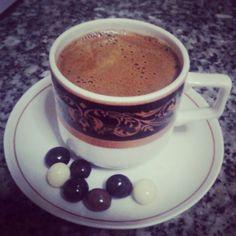 Kahve drajeleri ile birlikte Turk kahvesi #coffeeoftheday #turkishcoffee