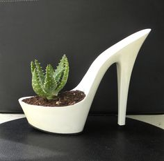 Medusa. Planter. Reclaimed High Heel Stiletto. Centerpiece With Aloe. Eco…