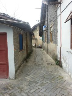 I love the alleyways here in China!