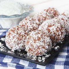De allra underbaraste havrebollarna rullade i kokos! Ett favoritrecept som har en rykande åtgång!