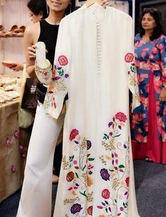 <img> Beautiful Crepe-silk Kurti with beautiful floral embroidery embellishment. Kurta Designs Women, Blouse Designs, Indian Dresses, Indian Outfits, Embroidery Suits, Floral Embroidery, Vintage Embroidery, Silk Kurti, Modele Hijab