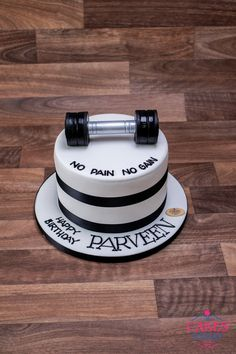 No pain no gain, Tag a Gym freak who deserves this cake. Birthday Cake Ideas For Adults Men, Small Birthday Cakes, Fitness Cake, Gym Cake, Cake Design For Men, Sports Themed Cakes, Fresh Cake, Online Cake Delivery, London Cake