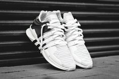 Sneakers have been an element of the fashion world more than you may realise. Present-day fashion sneakers bear little resemblance to their earlier predecessors but their popularity continues to be undiminished. Sneakers Shoes, Black Sneakers, Adidas Sneakers, Trainers Adidas, Black Shoes, Women's Shoes, Fashion Mode, Fashion Boots, Sneakers Fashion