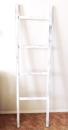 Modern Farmhouse Blanket Ladder www.thedottedbow.com @thedottedbow  #thedottedbowlovesblanketladders
