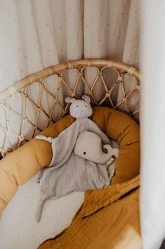 Babyzimmer Zara Home, Snoopy, Rattan, Fictional Characters, Color, Ikea Pull Out Couch, Bamboo Mirror, Bright Colored Furniture, Basket Weave Braid