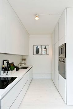 29 Awesome Galley Kitchen Remodel Ideas (A Guide to Makeover Your Kitchen) Galley Kitchen Remodel Ideas - A galley kitchen is a household kitchen design which consists of two parallel runs of units. Narrow Kitchen, New Kitchen, Kitchen Decor, Kitchen White, Kitchen Ideas, Kitchen Modern, Kitchen Mat, Kitchen Pantry, Glossy Kitchen