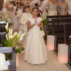 Communion photo ideas Holy Communion Cakes, First Communion Party, First Holy Communion, Girls Communion Dresses, Girls Dresses, Flower Girl Dresses, First Communion Decorations, Christening Gowns, Ivory Dresses