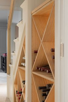 ​wine rack at the chelsea house classic style wine cellar by nash baker architects ltd classic wood wood effect Stair Storage, Wine Storage, Storage Ideas, Food Storage, Storage Solutions, Under Stairs Wine Cellar, Built In Wine Rack, Bar A Vin, Modern Staircase