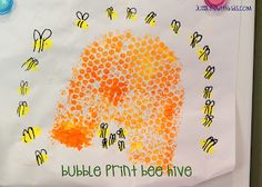 Made this Bubble Wrap Bee Hive! as an invite for O's birthday~ She had fun painting the bubble wrap, doing her fingerprints and they are a Super cute handmade option for invites. Kindergarten Art, Craft Activities For Kids, Preschool Crafts, Crafts For Kids, Arts And Crafts, Bee Activities, Craft Ideas, Cute Art Projects, Amazing Animals