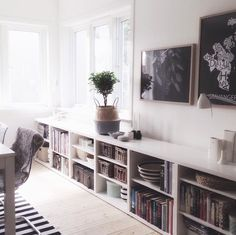 Home Living Room, Apartment Living, Living Room Decor, Living Spaces, Low Bookshelves, Built In Bookcase, Small Condo Decorating, Home Libraries, House Design