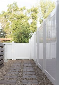 3 Day Project : Transforming Our Side Yard - Room for Tuesday - Walmart - Side Yard Landscaping, Backyard Walkway, Gravel Landscaping, Small Backyard Patio, Backyard Patio Designs, Backyard Projects, Garden Projects, Backyard Ideas, Paver Walkway