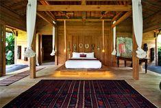 Chambre ethnique chic dans villa de luxe à Bali #MasterBedroomIdeas #LuxuryVilla #HomeParadise
