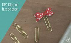 Descarga el patrón para hacer este lazo y decora todos tus paper clip para tu agenda. Paper Clip Art, Sticky Notes, Travelers Notebook, Macrame, Origami, Scrap, Hair Accessories, Ideas Creativas, Bows