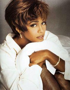 Whitney Houston ~ a beautiful woman taken too soon. American Music Awards, American Singers, Divas, Black Celebrities, Celebs, Beverly Hills, Black Is Beautiful, Beautiful Women, Whitney Houston Pictures