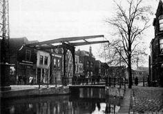 De Koningsbrug lag over het water van de Raam tegenover de Aaltje Bakstraat en de Vlamingstraat.