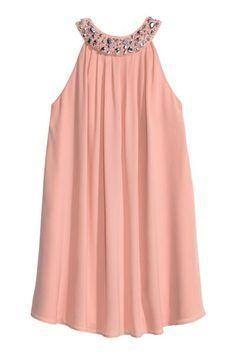 Vestido con cuentas: Vestido corto de tela con strass y pliegues en el cuello de estilo halter. Elástico y pliegues en la espalda, botones de presión ocultos en la nuca y cremallera oculta en un lateral. Forrado.