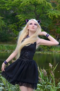 I love Emo / Scene / Gothic / Punk ツ This Page is all about being different. Punk Girls, Gothic Girls, Hot Goth Girls, Goth Beauty, Dark Beauty, Gothic Dress, Gothic Lolita, Dark Fashion, Gothic Fashion