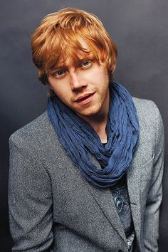 Red hair and tailored robe. You must be a weasley.