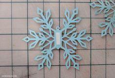 Diy Snowflake Decorations, Christmas Decorations Diy Crafts, Snowflake Garland, Christmas Card Crafts, Snowflake Designs, Diy Christmas Ornaments, Paper Decorations, Kids Christmas, How To Make Snowflakes