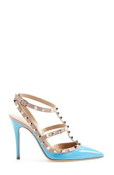 Love these blue signature 'Rockstud' Valentino pumps!