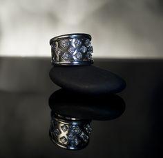 Diamonds and Gold Ring Diamonds And Gold, Class Ring, Gold Rings, Jewelry, Jewlery, Jewerly, Schmuck, Jewels, Jewelery