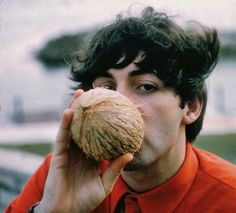 Paul McCartney drinking coconut juice in © Gunther My Love Paul Mccartney, Declan Mckenna, Beatles Love, Sir Paul, The Fab Four, Saddest Songs, Old Soul, Ringo Starr, Gal Gadot