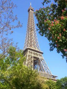 Flavour of the Minute The Minute, Aesthetics, Tower, Paris, Building, Travel, Montmartre Paris, Viajes, Computer Case