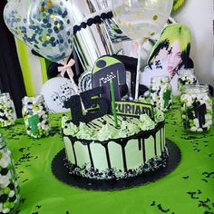 15th Birthday Cakes, Birthday Cakes For Teens, Pretty Birthday Cakes, Billie Eilish Birthday, Harry Birthday, Crazy Cakes, Slumber Parties, Cute Cakes, Pastries