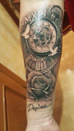 tatuaje reloj de bolsillo antiguo y rosa