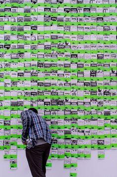 Millemila copertine di Zero, parete di copertine guest-curated nella manica lunga del Design Museum della Triennale di Milano. Foto di Francesco Merlini