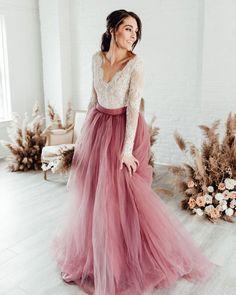 Dia Internacional da Mulher   Inspire-se em noivas que ousaram no casamento Pink Prom Dresses, A Line Prom Dresses, Formal Dresses For Women, Evening Dresses, Prom Gowns, Dress Prom, Homecoming Dresses, Bridesmaid Dresses, Wedding Dress Sash