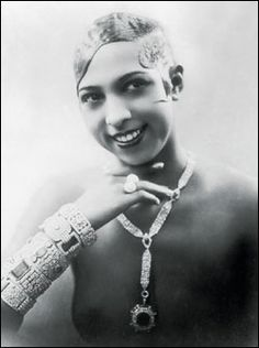 """""""Josephine Baker (June 1906 – April was an American-born French dancer, singer, and actress. Nicknamed the """"Bronze Venus"""", the """"Black Pearl"""", and even the """"Créole Goddess"""" in anglophone nations. Baker was the first African American fe. Josephine Baker, Vintage Black Glamour, Vintage Beauty, Vintage Art, Women In History, Black History, Divas, Most Beautiful Black Women, Beautiful Oops"""