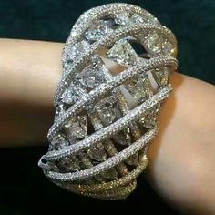 #CUFFGASM alert! Don't you just love the way these diamonds spiral around the wrist? Image from @artofdiamonds
