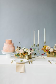 This modern wedding inspiration balances the sleek sensibilities of a contemporary affair with elegant details that give it an all out romantic feel. Fall Wedding Cakes, Wedding Cake Rustic, Elegant Wedding Cakes, Wedding Reception Decorations, Wedding Centerpieces, Wedding Venues, Spring Wedding, Wedding Trends, Wedding Styles