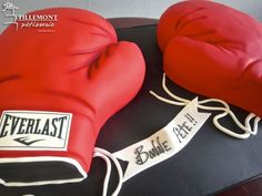 Everlast Boxing Gloves Sports Cakes | Patisserie Tillemont | Montreal #everlast #boxing