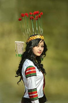 World Ethnic & Cultural Beauties North East Indian, Diwali Outfits, Indian Costumes, Arabian Beauty, Tribal People, Beautiful Girl Indian, People Of The World, Vietnam Travel, World Cultures