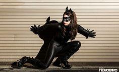 A NerdBird separou algumas imagens da cosplay Ana Aesthetic que irão fazer quem não é fã de Batman, virar. Com o traje clásse de catwoman, este cosplay arrasa.