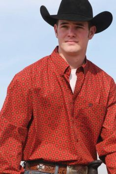 Cinch Western Shirt    - Button down collar   - Adjustable button cuff   - Cinch logo neck tape inside collar   - Brown embroidery logo on front pockets   - One open deep pocket on front   - Straight back yoke   - 100% cotton print     Since 1996 Cinch has been creating distinctive timeless styles that have become the new standard. Premium grade cotton for exceptional strength and finish. Classic single-needle tailoring with reinforced double-needle stitching at stress points. Handcrafted…