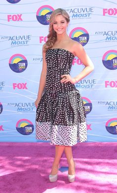 Sasha Pieterse is 5 ft 6 inch or 168 cm tall