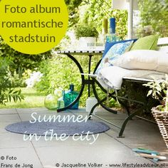 Album cover -Weelderige, romantische stads tuin met blauwe, witte en lila bloemen. Urban Oasis. Romantic garden. Design: ©Jacqueline Volker www.lifestyleadviseur.nl Image: Frans de Jong.