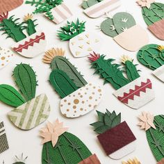 Paper Craft Cacti That Fits in the Palm of Your Hand Can't keep a cactus alive? Have no fear! With Lissova Craft, you can still enjoy the prickly plant with paper craft cacti that fits in your hand. 3d Paper Art, Paper Artwork, Diy Paper, Paper Craft, Diy Flowers, Paper Flowers, Cactus Craft, Paper Plants, Cactus Flower