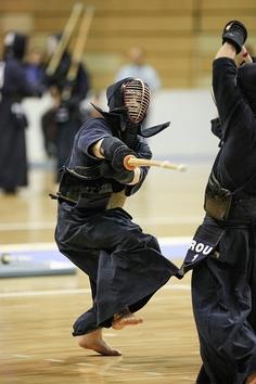 kendo Kendo, Armor Clothing, Hand To Hand Combat, Japanese Sword, Samurai Warrior, Action Poses, Badass Women, Aikido, Taekwondo
