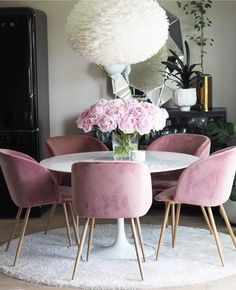 FIND OUT WHY DUKE IS THE PERFECT DINING ROOM CHANDELIER #PinkChair