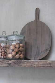 Clean vintage kitchen decor on an open shelf Vintage Kitchen Decor, Wooden Kitchen, Diy Kitchen, Interior Styling, Interior Decorating, Cosy Room, Kitchen Styling, Cool Kitchens, Decoration