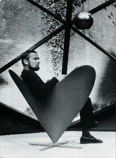 Heart Cone Chair by Verner Panton Designed in 1959 - Vitra Modern Furniture, Home Furniture, Furniture Design, Vintage Furniture, Design Creation, Funky Chairs, Panton Chair, Rockett St George, Futuristic Design